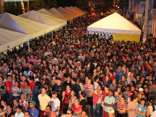 BANDA FULÔ DE MANDACARU ABRE A PROGRAMAÇÃO FESTIVA DA FERIA DO CAMINHÃO 2018