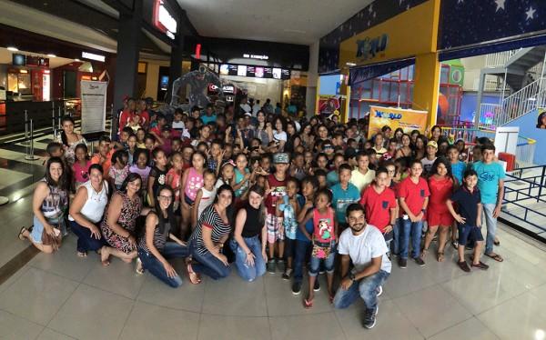 PREFEITURA DE ITABAIANA LEVA MAIS DE 700 CRIANÇAS AO CINEMA EM COMEMORAÇÃO AO MÊS DAS CRIANÇAS