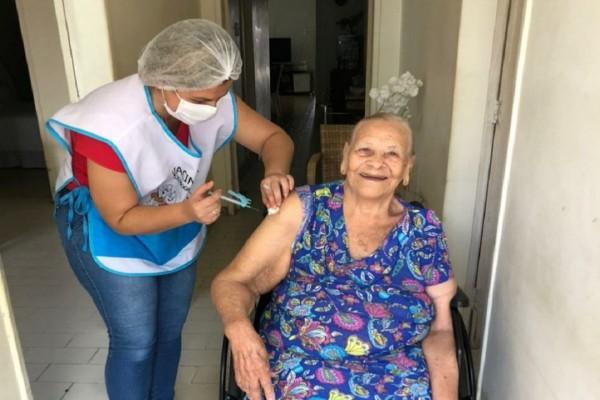 Itabaiana: Idosos a partir de 90 anos já podem ser vacinados