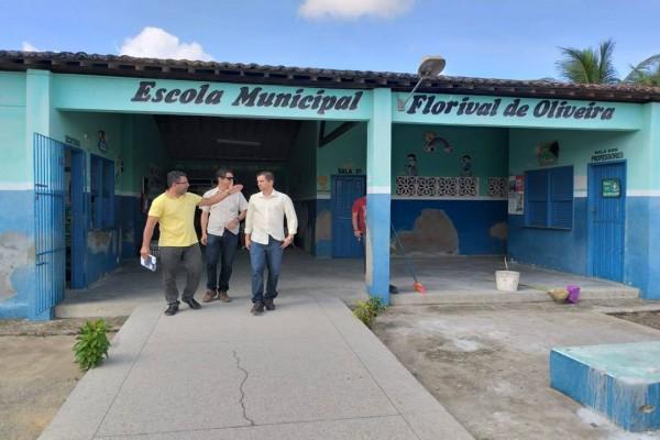 SECRETÁRIO DE OBRAS VISITA ESCOLA MUNICIPAL NO POVOADO SÃO JOSÉ