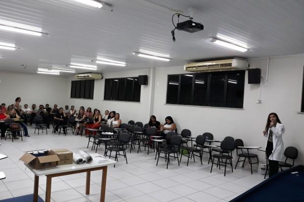 PROFISSIONAIS DE SAÚDE ABORDAM TEMÁTICAS SOBRE GRAVIDEZ NA ADOLESCÊNCIA DURANTE FÓRUM DE EDUCAÇÃO DE ITABAIANA