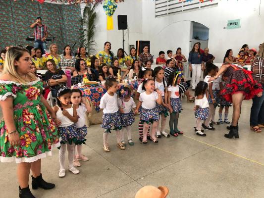 CRIANÇAS DOS CENTROS EDUCACIONAIS DO MUNICÍPIO DÃO UM SHOW EM FESTA JUNINA ORGANIZADA PELA PREFEITURA DE ITABAIANA